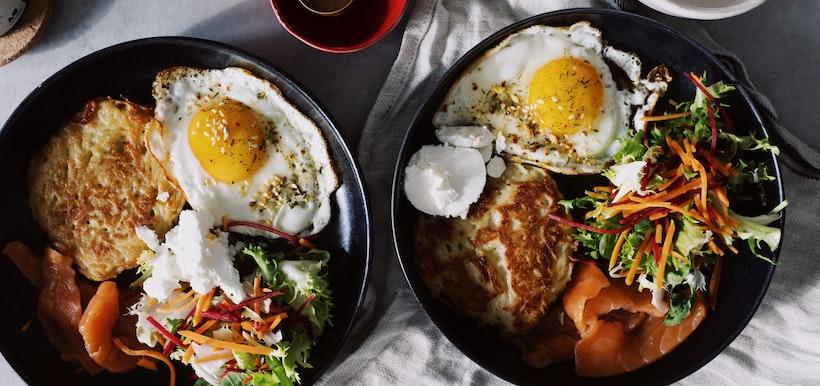 Eggs, toast, and salad on cast iron
